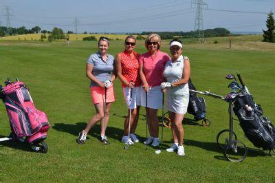 Golfisté přispěli na podporu dětí a matek v nouzi